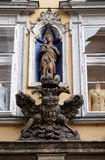 Jungfruliga Mary och imperialistiskt örnemblem i Graz Royaltyfria Foton
