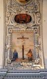 Jungfruliga Mary och St John under korset Arkivfoto