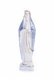 Jungfruliga Mary staty på vit Royaltyfri Bild