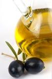 jungfruliga olive olivgrön för svart extra olja fotografering för bildbyråer