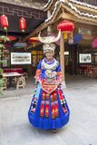 Jungfrun av Miao Nationality i enshi royaltyfri fotografi