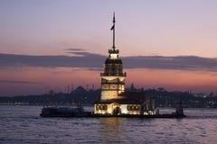 Jungfruns torn (Kiz Kulesi) i Istanbul, Turkiet arkivbild