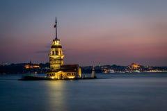 Jungfrus torn- eller Kiz kulesi efter solnedgång Arkivfoton