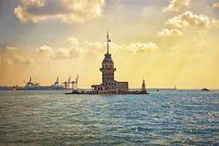 Jungfrus torn eller Kizkulesi - berömda historiska gränsmärken av Istanbul, Turkye Arkivfoto
