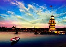 Jungfrus torn i istanbul Turkiet arkivfoton