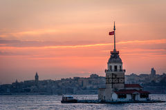 Jungfrus torn i solnedgång Istanbul Turkiet Arkivfoto