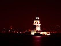Jungfrus torn på natten i Istanbul, Turkiet Arkivbild