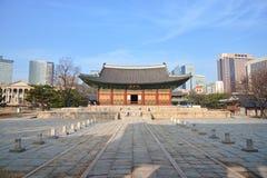 Junghwajeon huvudsaklig korridor av Deoksugung royaltyfria bilder