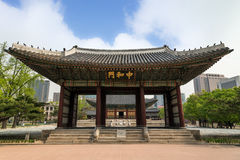 Junghwamun-Tor am Deoksugungs-Palast in Seoul Lizenzfreies Stockfoto