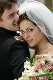 Jungvermähltenpaare auf Hochzeitstag Lizenzfreies Stockbild