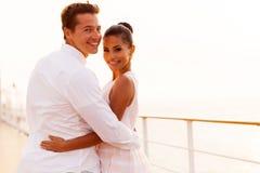 Jungvermähltenpaarkreuzfahrt stockfotos