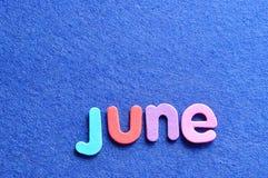 Juni auf einem blauen Hintergrund Stockfoto