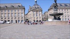 19. Juni 2017 Bordeauxfrankreich-Quadrat in der historischen Mitte von Bordeaux stock footage