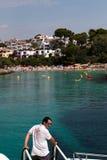 Juni 16, 2017, Cala D ` of, Mallorca, Spanje - Zeester van de overzeese de rit avonturenboot het aankomen Stock Afbeeldingen