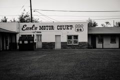 30 JUNI 2018 - HOLBROOK, ARIZONA: Het Hof van de Graaf` s Motor, een verlaten uitstekend motel langs Route 66 stock fotografie
