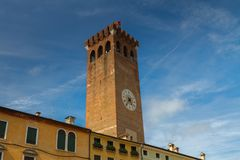 11 juni 2016 Italië - Middeleeuwse toren van Bassano del Grappa, Vi Royalty-vrije Stock Foto's