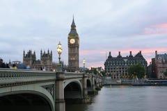26 Juni 2015: Londen, het UK, Big Ben of Groot Klokketoren of Paleis van het Westenminister of het Britse Parlement bij Schemerin Royalty-vrije Stock Foto