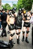 27 Juni, 2015, Londen, het UK, 3 mensen kleedde zich omhoog om de Trots van Londen te vieren Stock Afbeelding