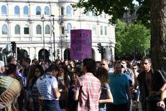 27. Juni 2015: London, Großbritannien, nicht identifizierte Leute in der vollen Begeisterung bei Pride In London Parade am Trafal Lizenzfreies Stockbild