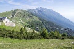 11 Juni, 2017, modern cableway för hög kapacitet från Malcesine som monterar Monte Baldo, Garda berg, fjällängar, Italien, Europa Fotografering för Bildbyråer