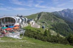 11 Juni, 2017, modern cableway för hög kapacitet från Malcesine som monterar Monte Baldo, Garda berg, fjällängar, Italien, Europa Royaltyfri Foto