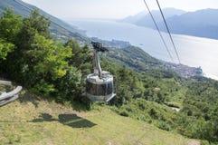 11 Juni, 2017, modern cableway för hög kapacitet från Malcesine som monterar Monte Baldo, Garda berg, fjällängar, Italien, Europa Royaltyfria Bilder