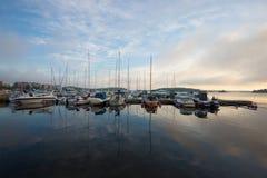 Juni molnig morgon på Saimaa sjön Arkivfoto