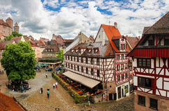 15. Juni 2016 Nürnberg, Deutschland: Stadtbild von der Stadtmauer der alten Schlossarchitektur Bayernreise Lizenzfreie Stockfotografie