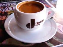 """14 JUNI, 2011 - OMSK: het embleem van het merk """"Danesi CaffeÂ"""", Omsk Royalty-vrije Stock Foto"""
