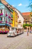 18 Juni 2012 Riquewihr i Alsace Berömd vinrutt Arkivbild