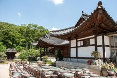 29. Juni 2017: Schöne traditionelle Architektur Foto gemacht am 29. Juni 2016 in Yongin-Stadt, Südkorea Lizenzfreie Stockfotos