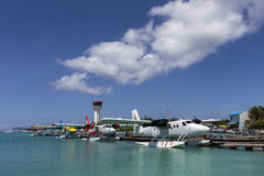 Juni 16, 2015 sjöflygplanhamn av några maldiviska flygbolag royaltyfri foto