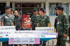 Am 25. Juni 2015 Soldaten und Polizei-Patrouille Sakon Nakhon, thailändisch Stockbild