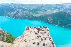 19. Juni 2016 Stavanger, Norwegen: Kanzel-Felsen Preikestolen lizenzfreies stockfoto