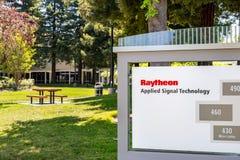 1 juni, 2019 Sunnyvale/CA/de V.S. - Raytheon paste de bureaus van de Signaaltechnologie AST in Silicon Valley, baai de Zuid- van  stock afbeelding