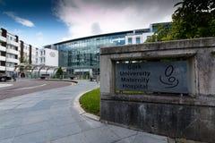 Juni 6th, 2017, kork, Irland - Cork University Maternity Hospital royaltyfria foton