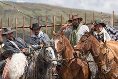 10 juni, 2017 Toacazo, Ecuador: lokale cowboys die vóór stellen Stock Foto