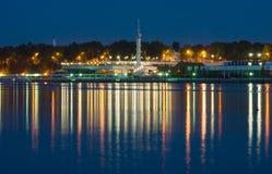 6 Juni 2011, Yaroslavl, Ryssland Flodstation natt Royaltyfri Foto