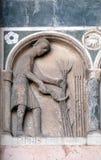 Junio, detalle del bajo-alivio que representa el trabajo de los meses del año, catedral en Lucca, Italia Imágenes de archivo libres de regalías