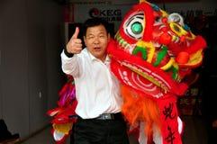 Junio Le, China: Bailarín del león del Año Nuevo Imagenes de archivo