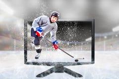 Junior Ice Hockey Player sur 3D vivant TV à l'intérieur de stade photos stock