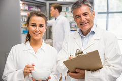 Junior pharmacist mixing a medicine with her senior Royalty Free Stock Photography