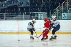 Juniora lodowy gracz w hokeja Obrazy Stock