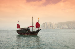 The junk boat on sunset Royalty Free Stock Photos