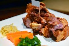 Junta da carne de porco em uma placa Fotografia de Stock Royalty Free