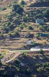 Junta de安达卢西亚直升机响铃212,替换物水桶,被投掷在它下 免版税库存图片