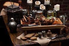 Junta grelhada da carne de porco com chucrute Para uma empresa grande Fotografia de Stock Royalty Free