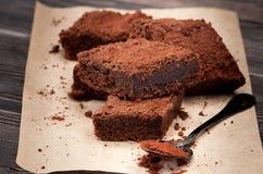 Junta las piezas de los brownie de la torta de chocolate Imagen de archivo