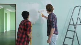 Junte el adornamiento del sitio en nueva pared de pintura casera almacen de video