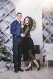 Junte el hombre y a la mujer hermosos y felices en el interior Fotografía de archivo libre de regalías